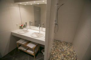 salle de bain dans l'hôtel Le Grand Large à Palavas