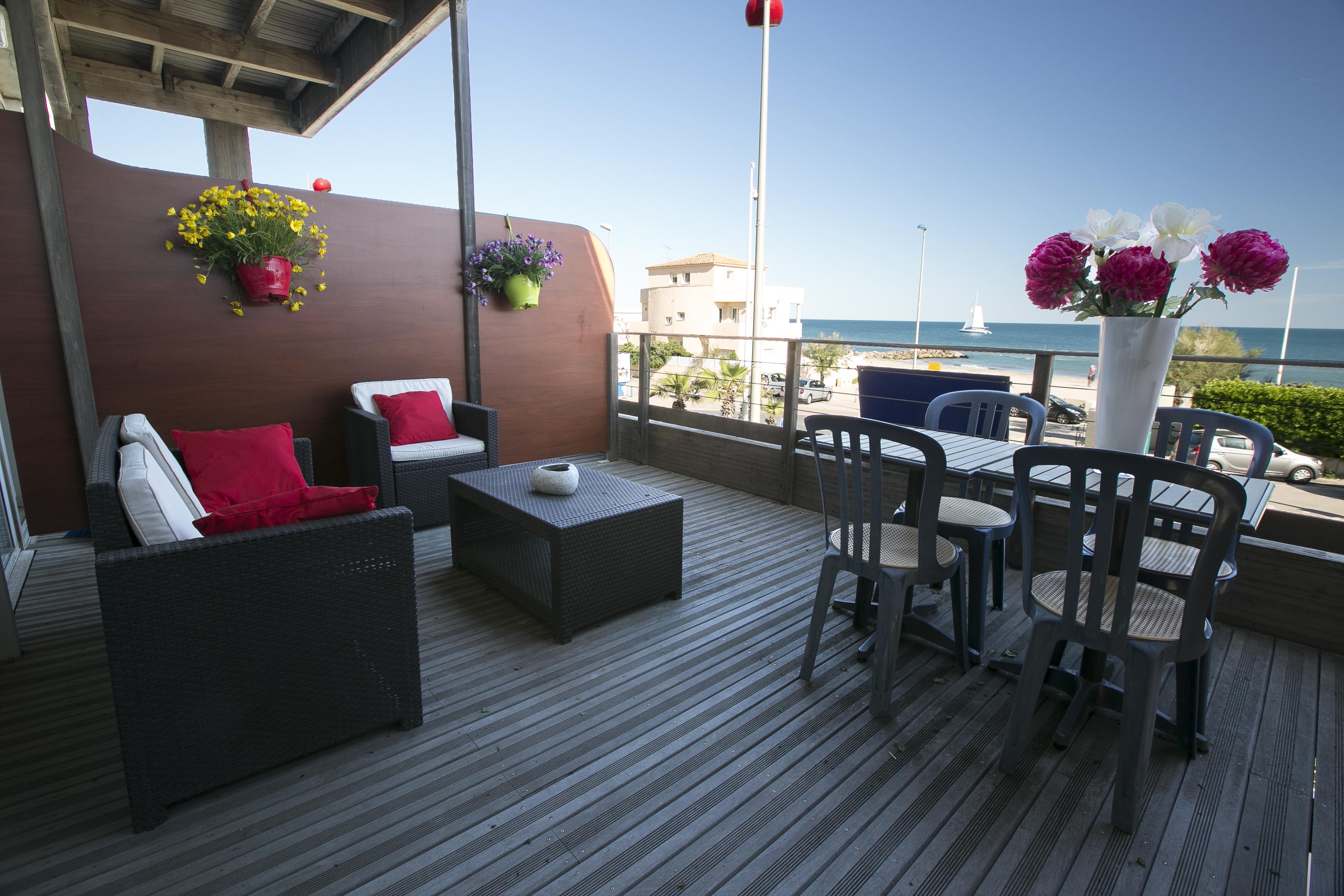 terrasse vue mer h tel appartement le grand large bord de mer. Black Bedroom Furniture Sets. Home Design Ideas